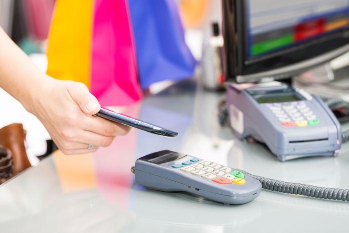 Para comprar solamente necesitas tu móvil NFC